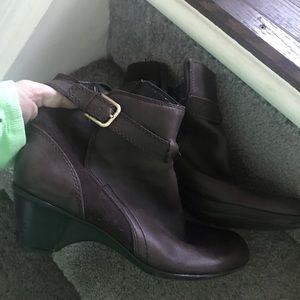Brown Boots. Sz 10. Must Bundle
